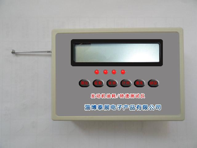 开机后仪器自动进入4缸发动机测试状态,液晶显示器显示当前电池电压、发动机缸数和发动机转速,显示格式为:U 6.2 4G 0(U为电压提示符,6.2为当前电池电压值),如果测试汽油发动机则手持仪器并靠近启动着的发动机,即可进行转速测量,如果发动机不是4缸的,则可按下选缸键进行修改。如果测量柴油机转速则应将外卡传感器夹在柴油发动机的高压油管上并与仪器连接好,便可进行测试。当仪器工作时,显示器出现闪烁,且LCD显示器左边显示电压提示符等内容:U 5.