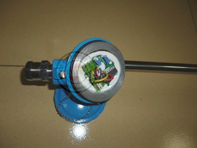 子内磁场的作用吸合,电阻