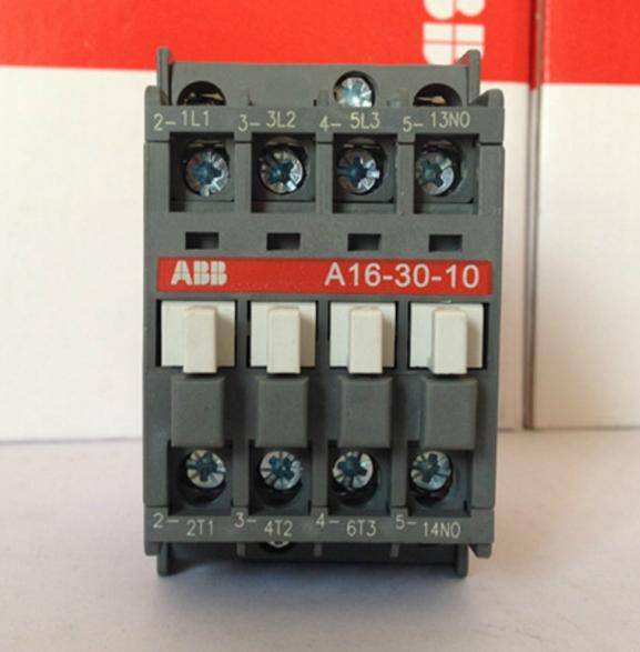 (1)接触器铭牌额定电压是指主触点上的额定电压。通常用的电压等级为:直流接触器:110V,220V,440V,660V等档次。交流接触器:127V,220V,380V,500V等档次。如某负载是380V的三相感应电动机,则应选380V的交流接触器。(2)额定工作电压额定工作电压是与额定工作电流共同决定接触器使用条件的电压值,接触器的接通与分断能力、工作制种类以及使用类别等技术参数都与额定电压有关。对于多相电路来说,额定电压是指电源相间电压(即线电压)。另外,接触器可以根据不同的工作制和使用类别规定许多组额